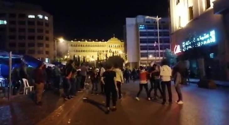 مواجهات بين عناصر من مكافحة الشغب ومتظاهرين في رياض الصلح