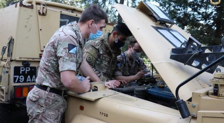 التايمز: بريطانيا أرسلت 100 عربة مصفحة وفريقا من المظليين للبنان للمساعدة بحراسة الحدود مع سوريا