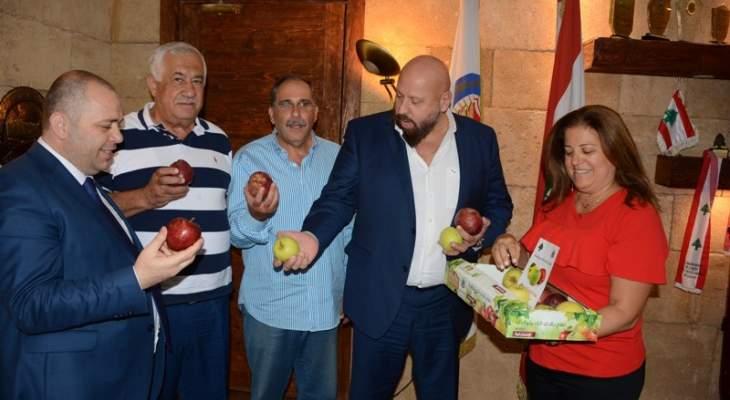 نهرا اطلع من رئيس مصلحة زراعة لبنان الشمالي على حملة الوزارة في يوم التفاح شمالا
