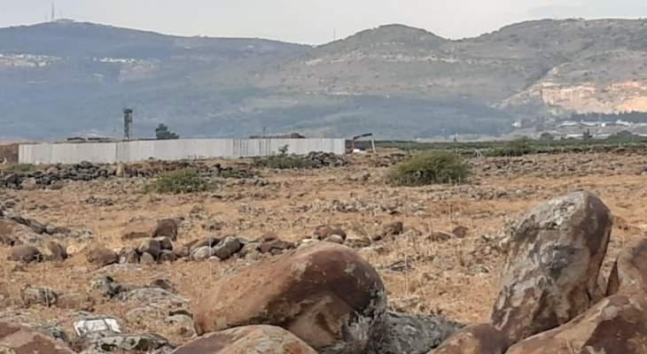 النشرة: ورشة اسرائيلية استأنفت أعمال الحفر بمحاذاة السياج الحدودي