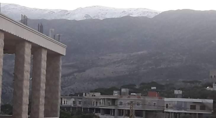 النشرة: الثلوج تساقطت على قمم جبل الشيخ للمرة الأولى هذا العام