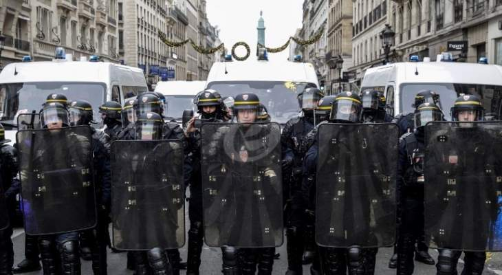 الشرطة الفرنسية توقف مئة شخص تظاهروا بيوم عيد العمال في باريس