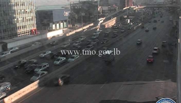 حركة المرور كثيفة من الضبية باتجاه انطلياس وصولا الى نهر الموت