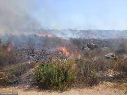"""الجديد: إغلاق مدخل مستوطنة """"مرغليوت"""" بسبب امتداد الحريق الذي اندلع جراء سقوط صاروخ أطلق من لبنان ظهر اليوم"""