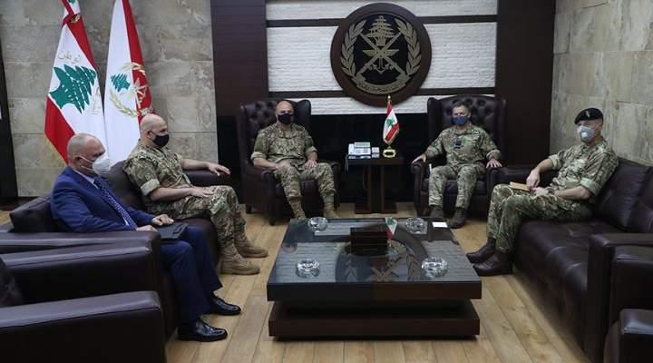 قائد الجيش بحث مع كبير مستشاري وزارة الدفاع البريطانية لشؤون الشرق الأوسط بتعزيز التعاون بين جيشي البلدين