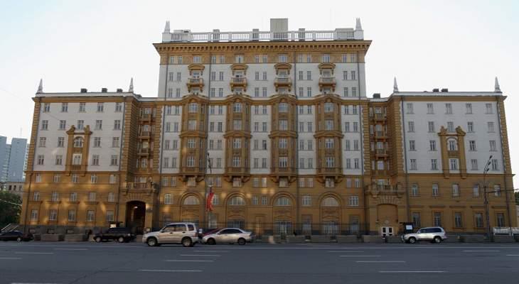 السفارة الأميركية في موسكو ستقلص خدماتها القنصلية بشكل كبير