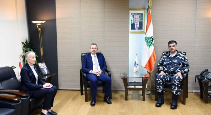اللواء عثمان التقى السفير البريطاني في لبنان