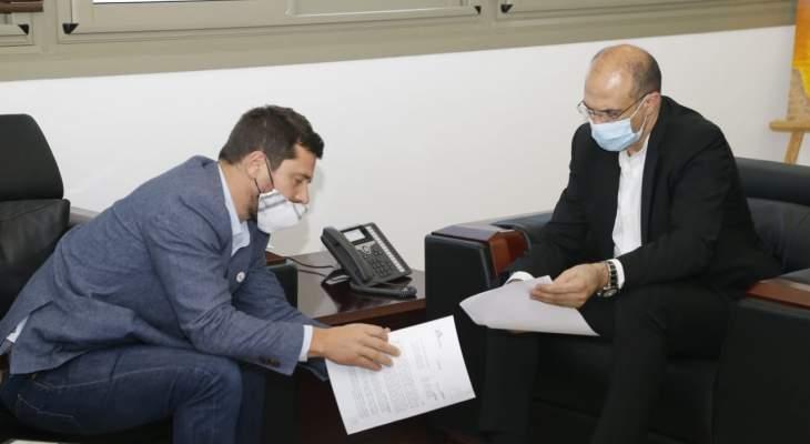 """وزير الصحة التقى رئيس بعثة """"أطباء بلا حدود"""" وبحث مع سفير كوريا الجنوبية بتعزيز التعاون"""