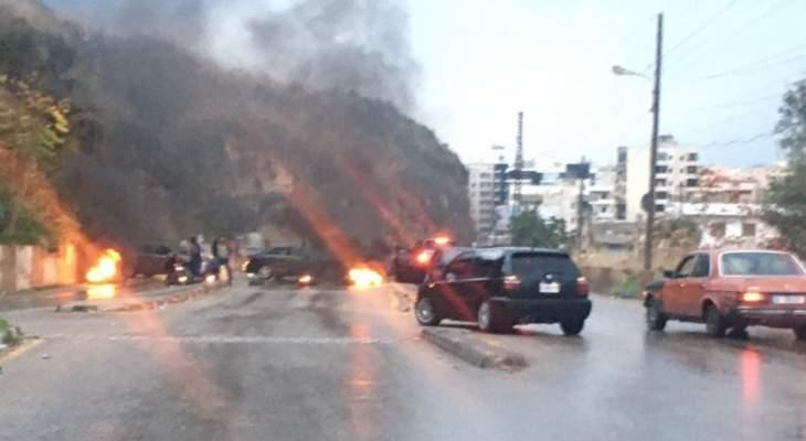 النشرة: محتجون قطعوا السير على طريق عام قب الياس