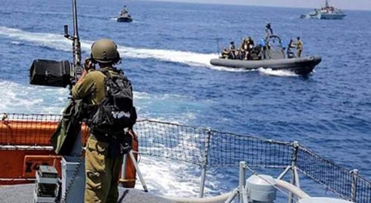 الجيش: زورقان حربيان إسرائيليان خرقا مياهنا وأطلقا 3 قنابل مضيئة