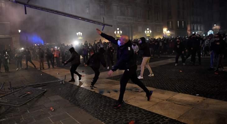 """اشتباكات في برشلونة بين الشرطة ومحتجين على فرض قيود مرورية لمواجهة """"كوفيد 19"""""""