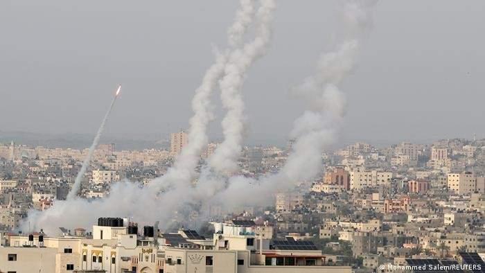 أدرعي: نحو 200 صاروخ أطلقوا من غزة نحو إسرائيل والقبة الحديدية اعترضت 90% منها