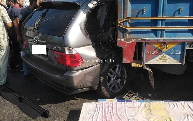 قتيلان وجريح نتيجة تصادم بين بيك اب وسيارة على اوتوستراد الميناء