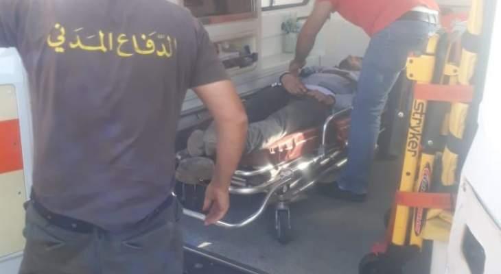 جريح جراء حادث سير بين سيارة ودراجة نارية على طريق الصويري