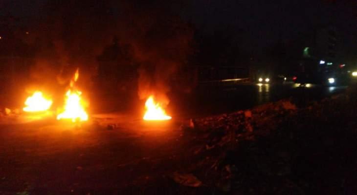 النشرة: قطع طريق المدينة الصناعية مفرق السجن بزحلة بالاطارات المشتعلة