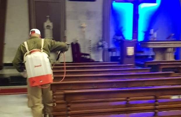 مركز الجديدة البوشرية بالقوات يواصل حملة تعقيم الكنائس بالمتن الشمالي