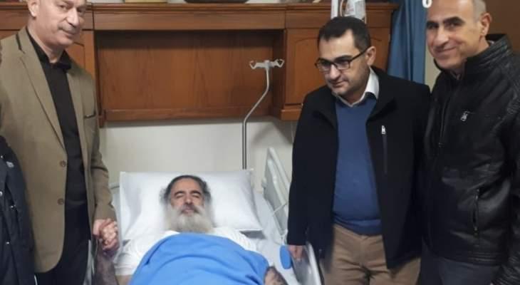 وفد من القومي زار المطران عطالله حنا في عمان حيث يتلقى العلاج