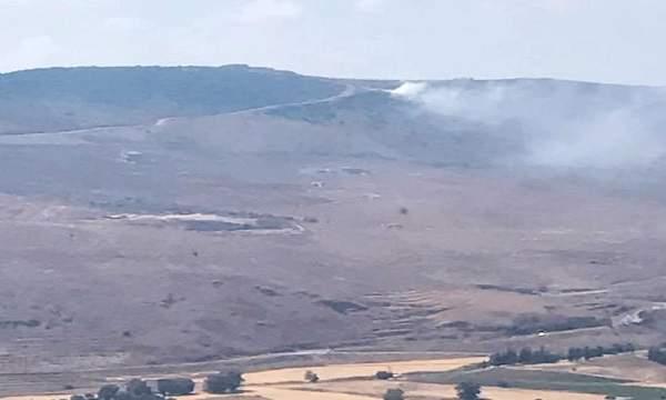 فرق من الدفاع المدني واتحادي بلديات الريحان وإقليم التفاح أخمدا حريق الدبشة قضاء النبطية
