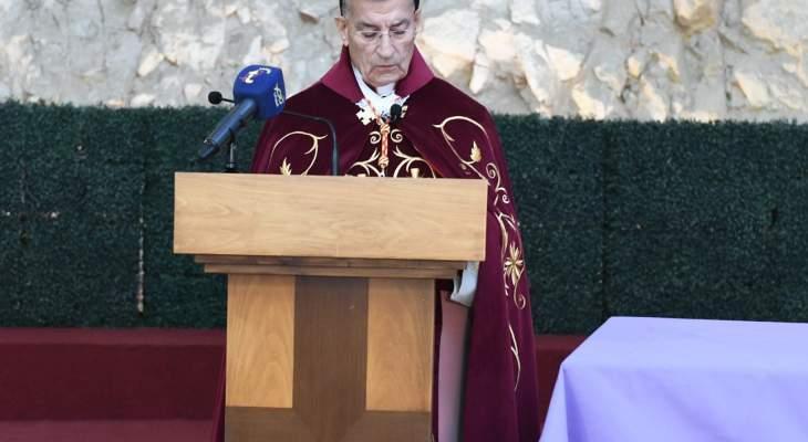 الراعي ترأس رتبة سجدة الصليب في كنيسة الباحة الخارجية في بكركي