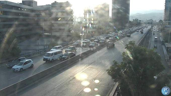 حركة المرور كثيفة من اوتوستراد الرئيس الهراوي باتجاه الاشرفية