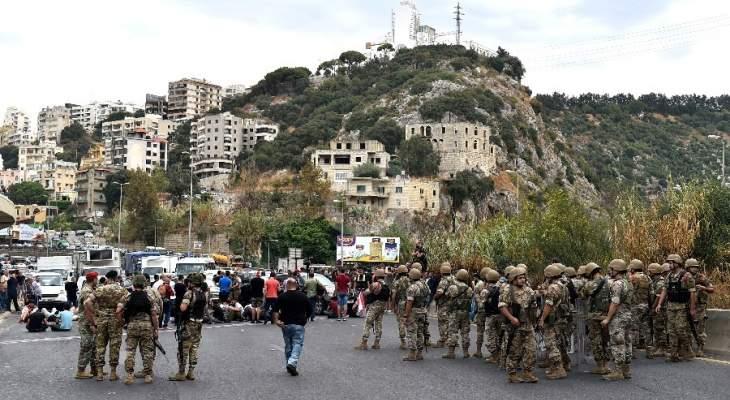 الجيش ينسحب الى جانب الطريق في نهر الكلب ويترك للمتعصمين قطع الطرق
