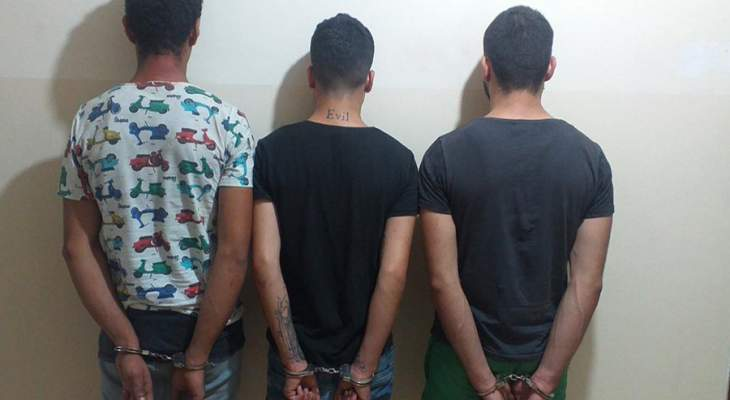 الجيش: توقيف 3 أشخاص في سقي الزاهرية بطرابلس وضبط أسلحة وذخائر وحبوب مخدرة