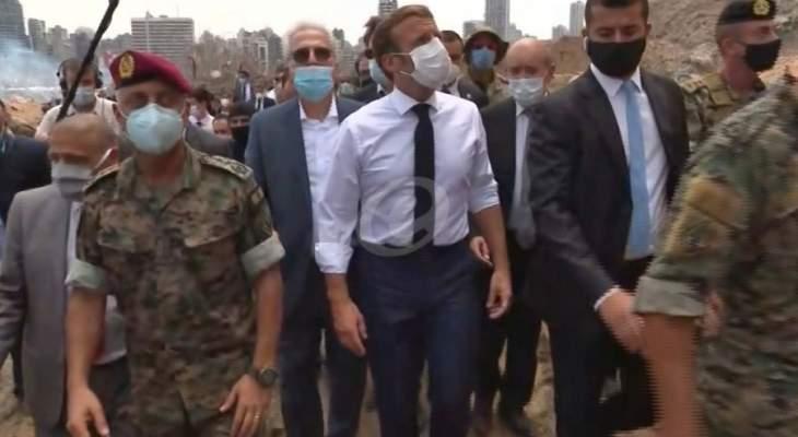 وصول موكب الرئيس عون وماكرون الى مكان الإنفجار في مرفأ بيروت