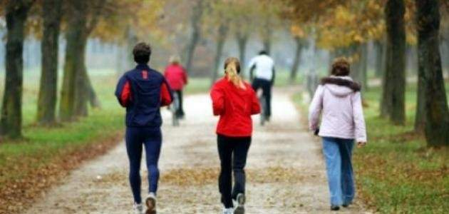 المشي 15 دقيقة إضافية يوميا قد يعزز الاقتصاد العالمي