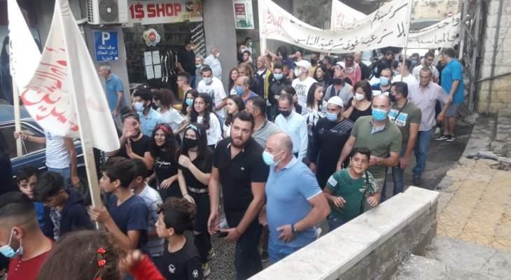 النشرة: تظاهرة حاشدة لمحتجين من حراك حاصبيا عشية الذكرى الأولى لانطلاقة ثورة 17 تشرين