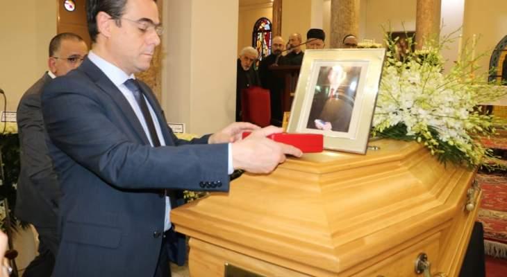 """الرئيس عون منح رشيد الجلخ """"وسام الإستحقاق اللبناني الفضّي ذو السعف"""""""
