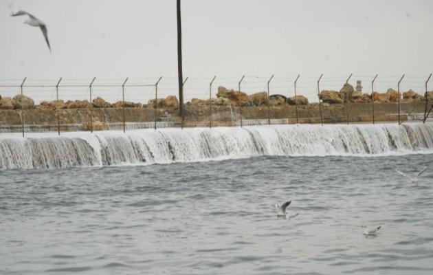 """""""النشرة"""": انقاذ 4 أفراد على متن مركب صغير في بحر صيدا"""