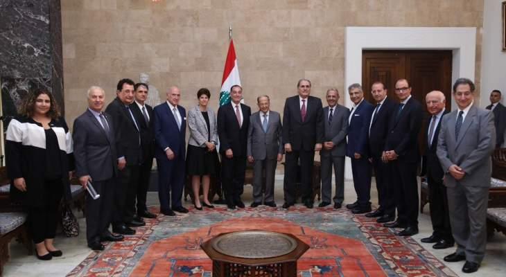 """الرئيس عون عرض مع وفد منظمة """"أميركان تاسك فورس فور ليبانون"""" لعلاقات لبنان وأميركا"""