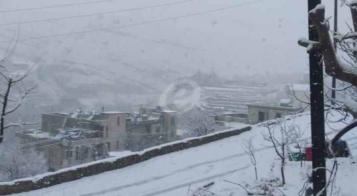 الثلوج غطت أغلب الجبال التي يزيد ارتفاعها عن 2500 متر في الضنية