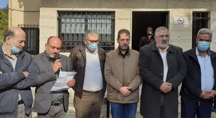 النشرة: اعتصام فلسطيني رمزي أمام مكتب الأونروا بصيدا احتجاجا على تقليص الخدمات
