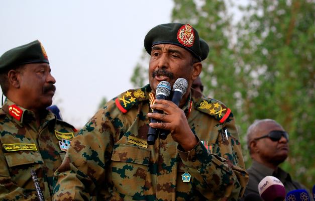 السودان: البرهان أعلن حالة الطوارئ في السودان وحل مجلسي السيادة والوزراء