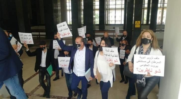 مجموعة من الحرس القديم تفترش أرض بقصر العدل والقاضي عبود يرفض مقابلتهم
