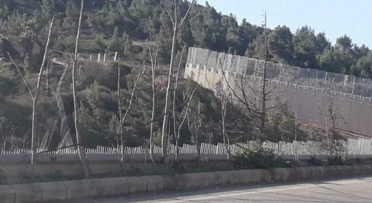 النشرة:الجيش الاسرائيلي يركّز مكعبات اسمنتية اضافية مقابل بلدة العديسة