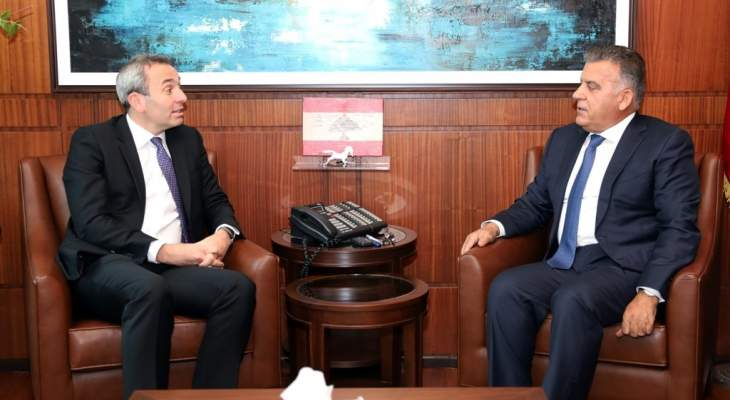 اللواء ابراهيم التقى رئيس جمعية المصارف وسفير بريطانيا في لبنان
