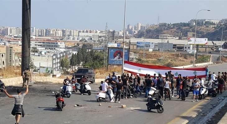 اقفال اوتوستراد البالما في طرابلس والجيش امهل المحتجين ساعة من الوقت لفتحه
