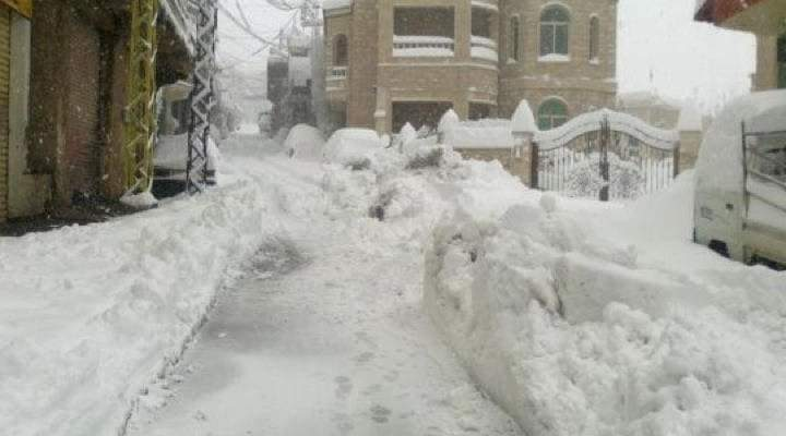 النشرة: اشتداد وطأة العاصفة الثلجية على حاصبيا ومعظم طرقات المنطقة مقطوعة