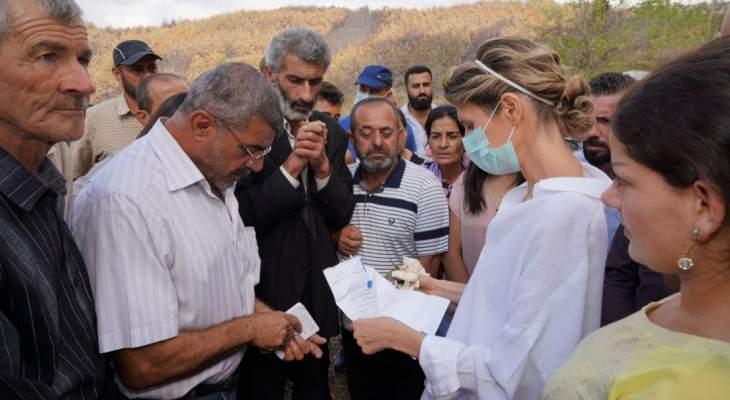 أسماء الأسد زارت قريتي البور والبقيعة والتقت المتضررين من الحرائق