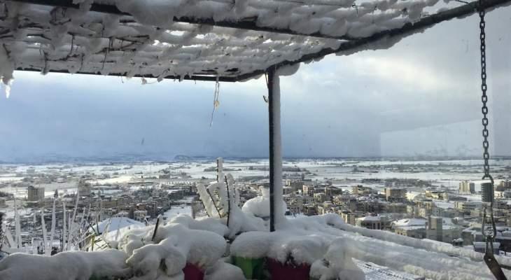 النشرة: الثلوج على ارتفاع 600 متر في البقاع وقطع طرق بعلبك راشيا