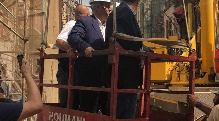 عبود أشرف على ازالة أجزاء آيلة للسقوط من المبنى المهدم بمار مخايل