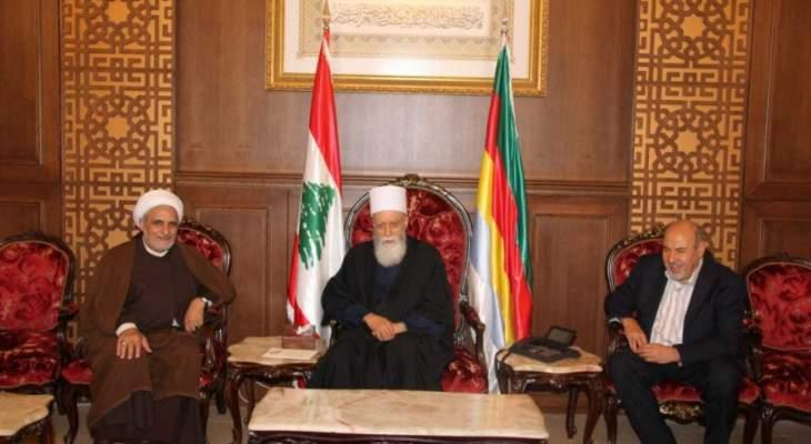 الشيخ حسن التقى وفدا من قيادة حركة امل في دار الطائفة