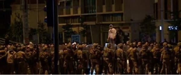 الاشكال مستمر عند جسر الرينغ بين المتظاهرين وآخرين رفضوا قطع الطريق