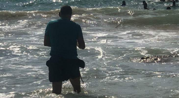 الدفاع المدني: إنقاذ غريقين مقابل شاطئ القليلة في صور