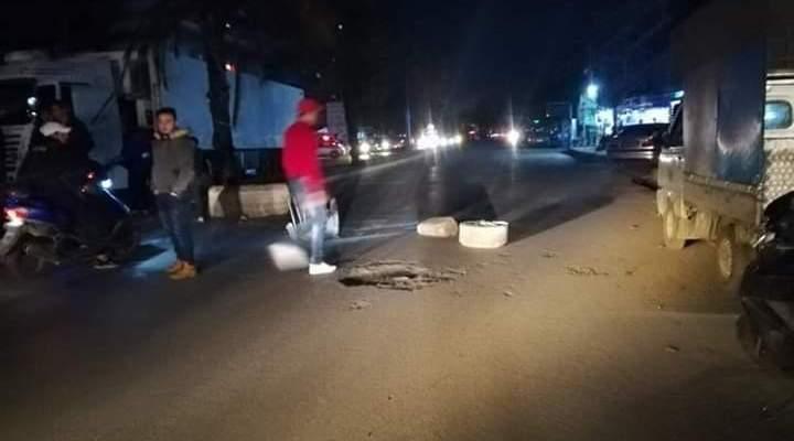 التحكم المروري: قطع اوتوستراد البداوي في الاتجاهين بالاطارات المشتعلة