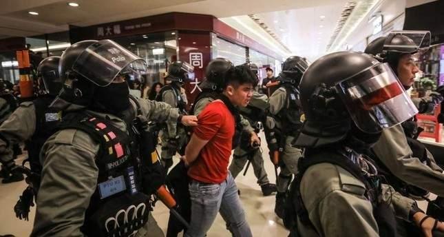 تجدد الاحتجاجات داخل مراكز تجارية في هونغ كونغ وتوقيف 15 شخصا