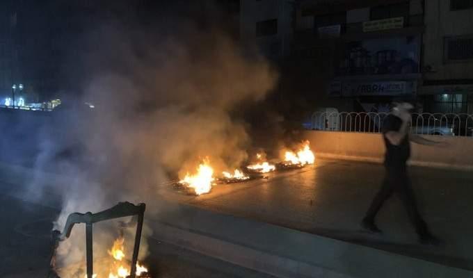 NBN: قطع طريق المشرفية بالاطارات المشتعلة احتجاجا على الوضع الاقتصادي