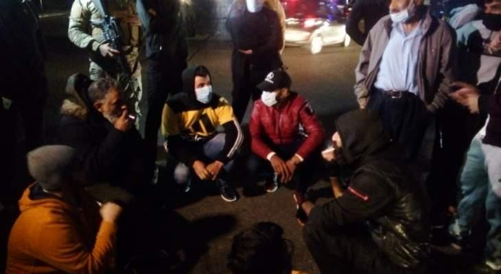 محتجون قطعوا باجسادهم دوار ايليا في صيدا